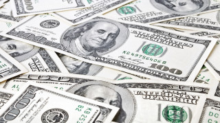 Στα 12,73 τρισ. δολάρια τα χρέη των νοικοκυριών στις ΗΠΑ