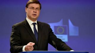 Ντομπρόβσκις: Είναι καιρός να προχωρήσουμε στην εκταμίευση της επόμενης δόσης για την Ελλάδα