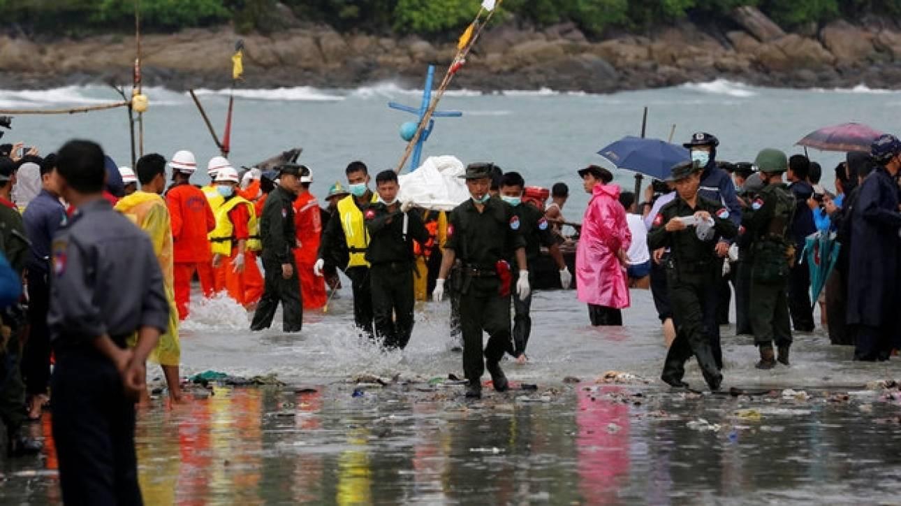 Πτώση αεροσκάφους στη Μιανμάρ: Πτώματα και συντρίμμια ανασύρονται από τη θάλασσα (pics)