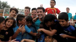 Μυτιλήνη: Οι βετεράνοι της Μπαρτσελόνα στην αγκαλιά των προσφυγόπουλων (pics&vids)