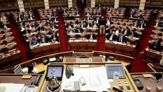 Στη Βουλή τα προαπαιτούμενα - Tι προβλέπουν και το πικρό «ποτήρι» για τους συνταξιούχους