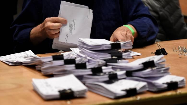 Βρετανία εκλογές: Τι σημαίνει το «μετέωρο κοινοβούλιο»