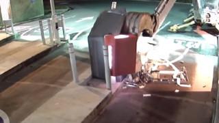 Ο ληστής με τον εκσκαφέα: Προσπάθησε να κλέψει τα χρήματα από ένα ATM αλλά δεν τα κατάφερε (Vid)