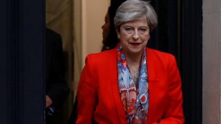 Βρετανικές εκλογές: Στη βασίλισσα η Μέι - Ζήτησε εντολή σχηματισμού κυβέρνησης