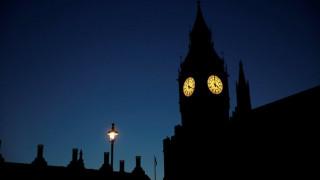 Βρετανικές εκλογές: Δεν σχολιάζει η Μέρκελ – Αποδοκιμασία στη Μέι λέει ο Γκάμπριελ