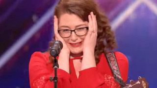 Κωφή τραγουδίστρια κερδίζει άριστα με μάθημα ζωής στο America's Got Talent (vid)