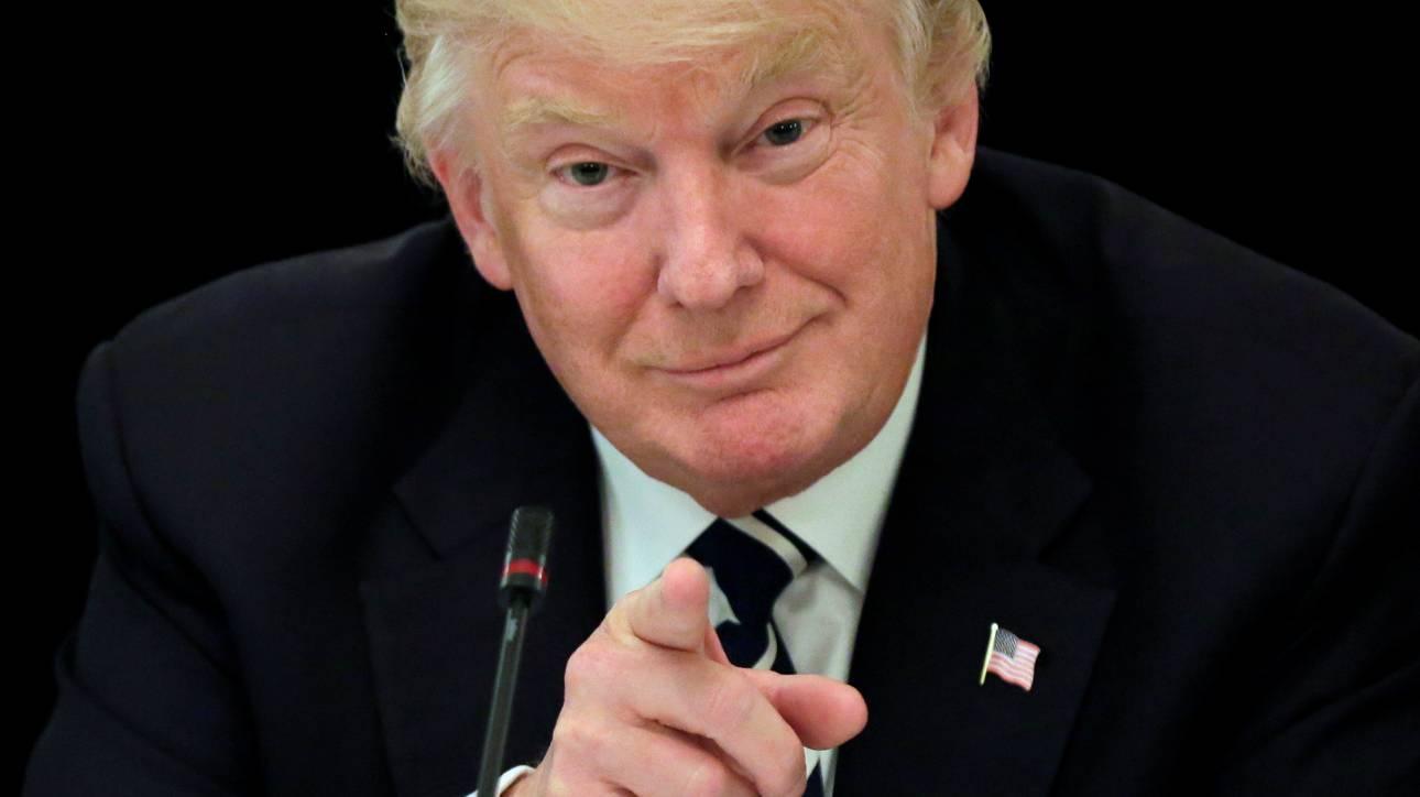 Ο Ντόναλντ Τραμπ περνά στην αντεπίθεση και κατηγορεί τον Κόμεϊ για διαρροή πληροφοριών