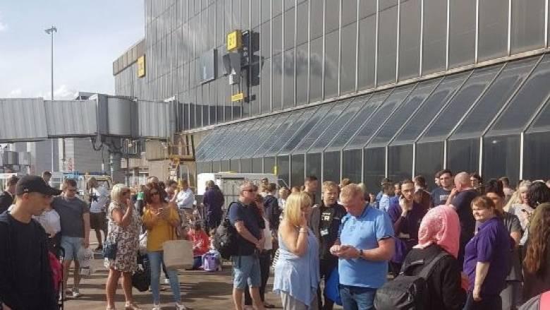 Συναγερμός στο αεροδρόμιο του Μάντσεστερ από ύποπτη βαλίτσα (pics&vid)