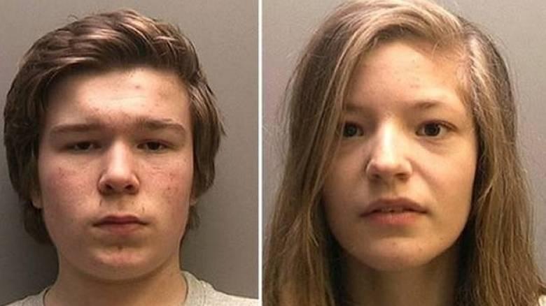 Ανήλικη έσφαξε με 10 μαχαιριές τη μητέρα της και την μικρή της αδελφή