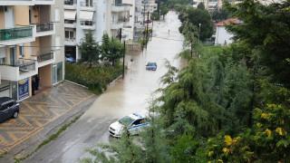 Πλημμύρισαν οι δρόμοι της Κοζάνης (pics&vids)