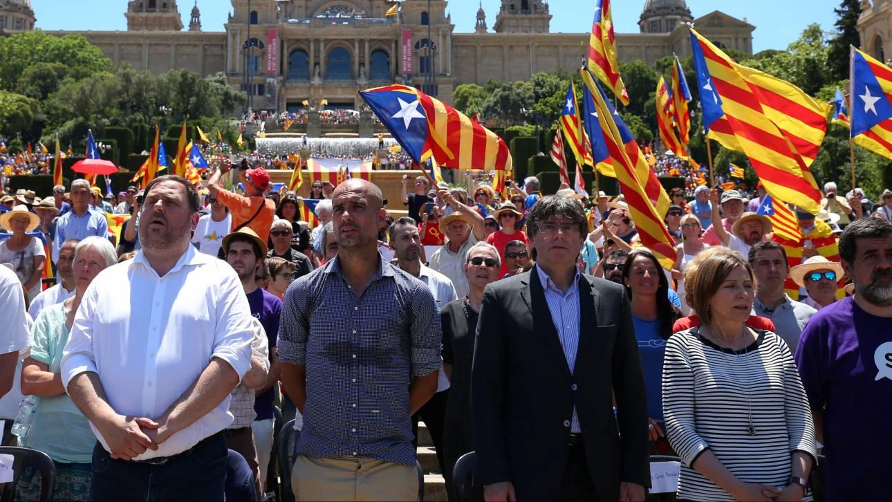 Γκουαρντιόλα και χιλιάδες Καταλανοί υπέρ του δημοψηφίσματος της Ανεξαρτησίας