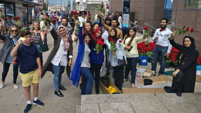 Λονδίνο: 3.000 ρόδα με... αγάπη από το Ισλάμ