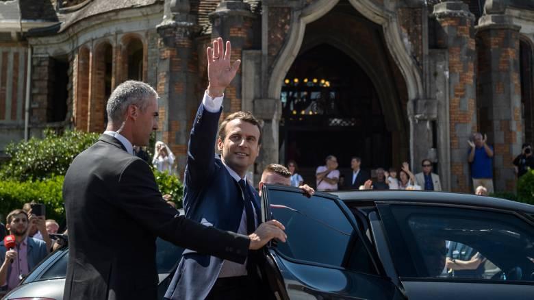 Εκλογές Γαλλία: Πρώτος ο Μακρόν, συντριβή των Σοσιαλιστών και αποχή ρεκόρ