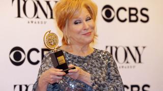 Τonys: H Μπέτι Μίντλερ θριάμβευσε & τα highlights στα θεατρικά Όσκαρ (vid)