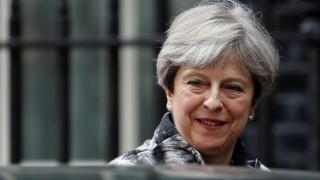 Μέι προς βουλευτές της: Θα παραμείνω πρωθυπουργός για όσο το επιθυμείτε