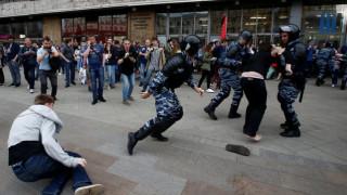 Ο Λευκός Οίκος καταδικάζει τις συλλήψεις διαδηλωτών στην Ρωσία