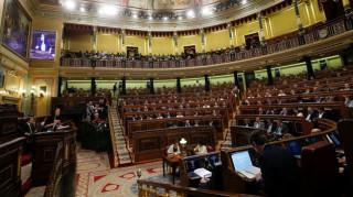 Ισπανία: Πρόταση μομφής κατά της κυβέρνησης του Ραχόι συζητείται στο Κοινοβούλιο