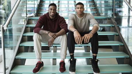 Γιάννης & Θανάσης Αντετοκούνμπο: Αφήνουν για λίγο το μπάσκετ και μιλάνε για πολιτισμό στη Στέγη