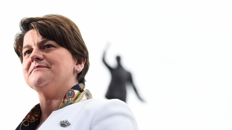 Αρλίν Φόστερ: Η επικεφαλής του DUP που επιβίωσε έκρηξης και πλέον διαμορφώνει την πολιτική της Μέι