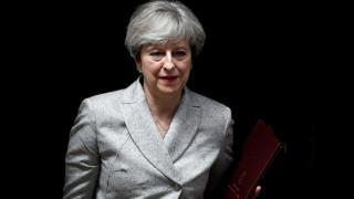 Μέι: Το χρονοδιάγραμμα για το Brexit θα τηρηθεί