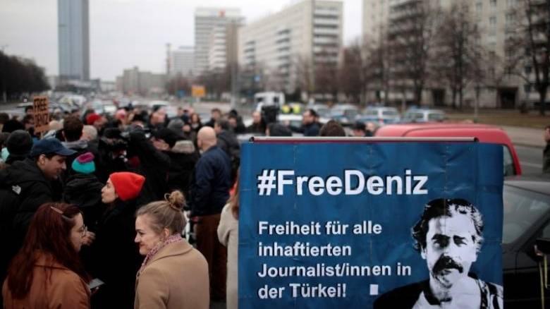 Νέο αίτημα της Γερμανίας για απελευθέρωση του δημοσιογράφου Γιουτζέλ από την Τουρκία