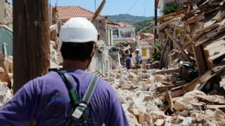 Με δανεικά ήρθε στο ΚΑΤ ο άντρας που έχασε τη γυναίκα του στο σεισμό στη Μυτιλήνη (vid)
