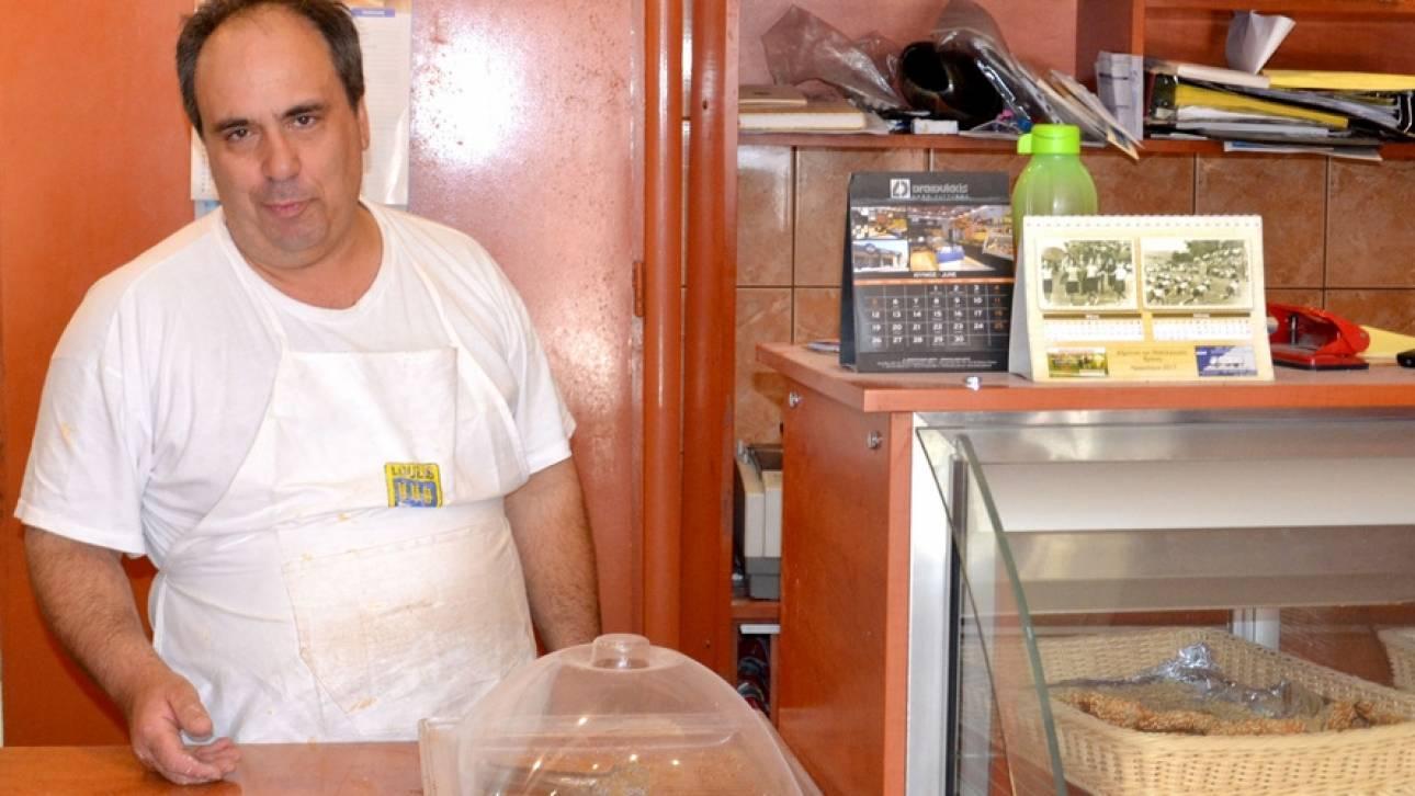 Ξανάνοιξε ο φούρνος στη σεισμόπληκτη Βρίσα - «Η ζωή πρέπει να συνεχίζεται» (pics)