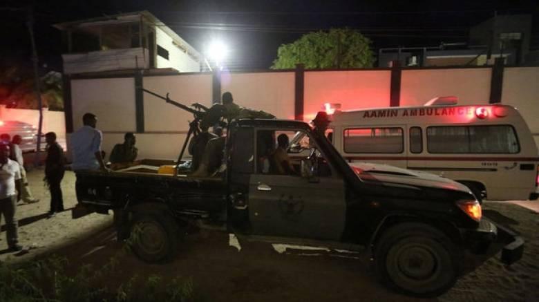 Σομαλία: Επίθεση βομβιστών-καμικάζι σε ξενοδοχείο – Τουλάχιστον έξι νεκροί και 20 όμηροι