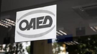 Τροπολογία για προσλήψεις μακροχρόνια ανέργων μέσω ΟΑΕΔ σε δημόσιο και ΟΤΑ