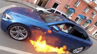 Εικόνες Fast and Furious σε δρόμο της Ρωσίας...με φλεγόμενο αυτοκίνητο (vid)