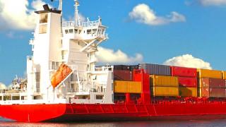 Φωτιά σε φορτηγό οχηματαγωγό πλοίο κοντά στη Ρόδο - Εγκαταλείπεται το πλοίο