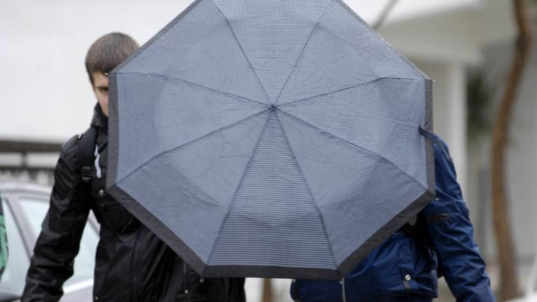 Χειμερινό τοπίο στα Γρεβενά με βροχές και καταιγίδες (vid)