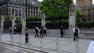 Το ενδεχόμενο που εξετάζει η αστυνομία για τον άντρα με το μαχαίρι στο Λονδίνο