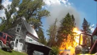«Μπάλα» φωτιάς «καταπίνει» πυροσβέστη (vid)