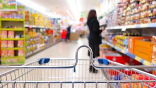 ΙΕΛΚΑ: «Κυνηγοί προσφορών» οι Έλληνες στα σούπερ μάρκετ