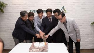 Νοτιοκορεατική εταιρία προσλαμβάνει μόνο ηλικιωμένους εργαζόμενους (Vid)