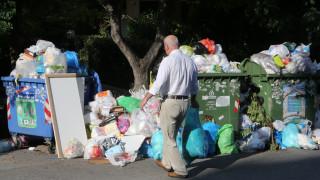 Απέραντη χωματερή η Αθήνα: Λόφους σχηματίζουν τα σκουπίδια (pics)