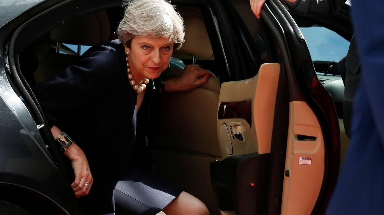 Μέι: Κανένας Ευρωπαίος πολίτης δεν θα εξαναγκαστεί να φύγει από τη χώρα μετά το Brexit