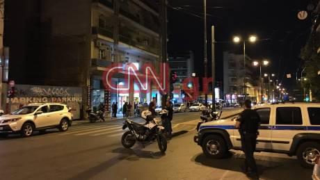 Συναγερμός στον Κολωνό - Άντρας έχει ταμπουρωθεί σε σπίτι μετά από επεισόδιο με όπλα