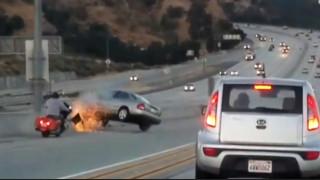Εκδίκηση στην άσφαλτο: Μία κλωτσιά μοτοσικλετιστή προκαλεί χάος σε αυτοκινητόδρομο