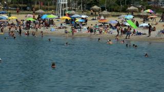 Ο υδράργυρος ανέβηκε - Οι παραλίες της Αττικής γέμισαν με κόσμο