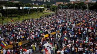 Βενεζουέλα: Χιλιάδες διαδηλωτές πλημμύρισαν τους δρόμους του Καράκας
