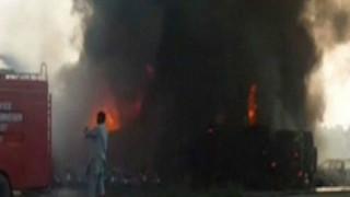 Πακιστάν: Ανατροπή και έκρηξη πετρελαιοφόρου φορτηγού - Πάνω από 120 άνθρωποι κάηκαν ζωντανοί