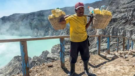 Ταξίδι στην κόλαση του ηφαιστείου Kawah Ijen (Pics)