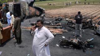 Έκρηξη πετρελαιοφόρου φορτηγού στο Πακιστάν - Πάνω από 140 άνθρωποι κάηκαν ζωντανοί (pics&vid)