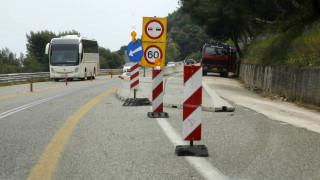 Λεωφορείο προσέκρουσε σε κολώνες στην εθνική οδό Πατρών - Πύργου