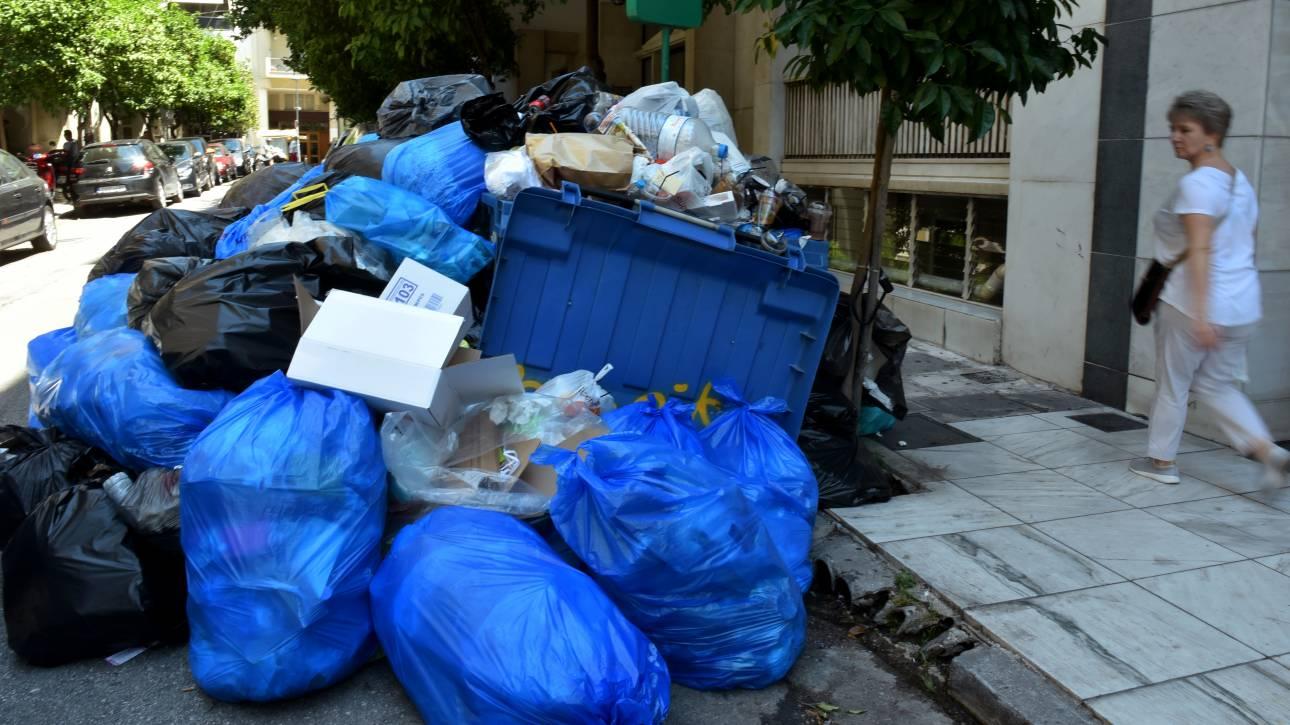 Σκουπίδια: 20.000 τόνοι απορριμμάτων «πνίγουν» τη χώρα - συνεχίζει η ΠΟΕ-ΟΤΑ