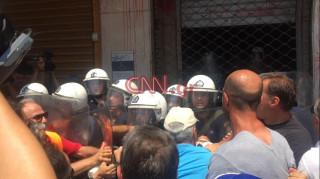 Σκουπίδια Απεργία: Ένταση έξω από το υπουργείο Εσωτερικών μεταξύ ΠΟΕ-ΟΤΑ - ΜΑΤ