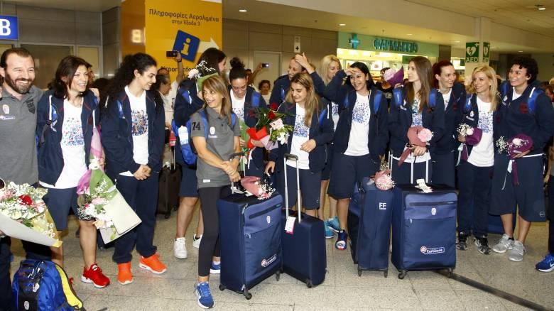 Eurobasket 2017 γυναικών: Αποθέωση και στην επιστροφή για την εθνική (vid)