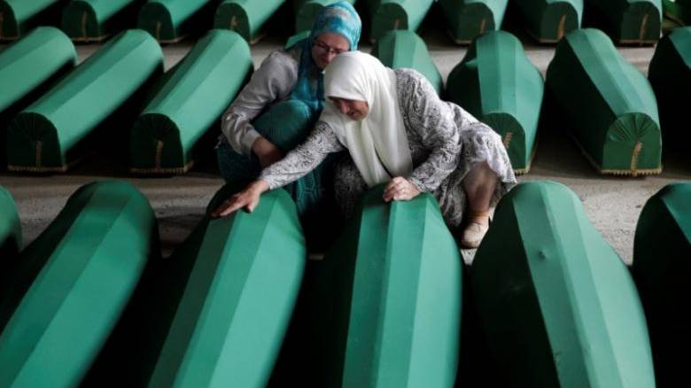 Σφαγή της Σρεμπρένιτσα: Εν μέρει υπεύθυνοι οι Ολλανδοί κυανόκρανοι